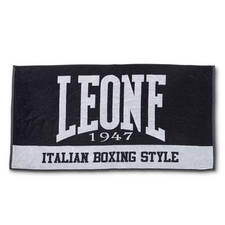 Czarny ręcznik kąpielowy marki Leone1947